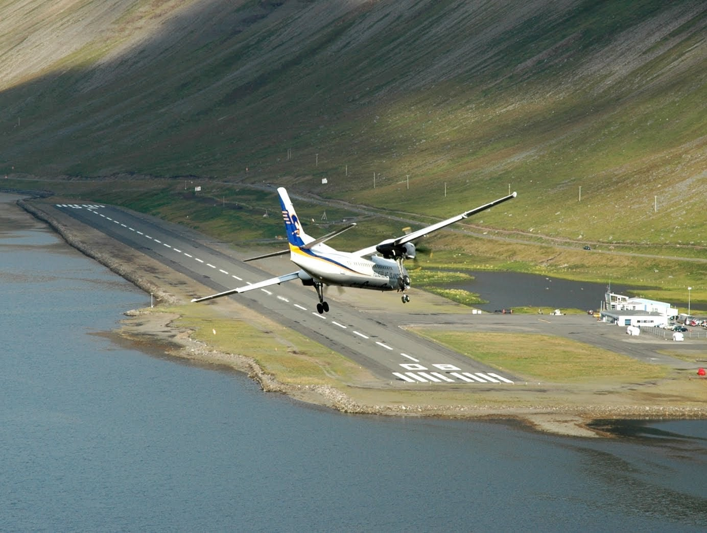Friday-Night-Special: Challenging Isafjordur Approach and Landing